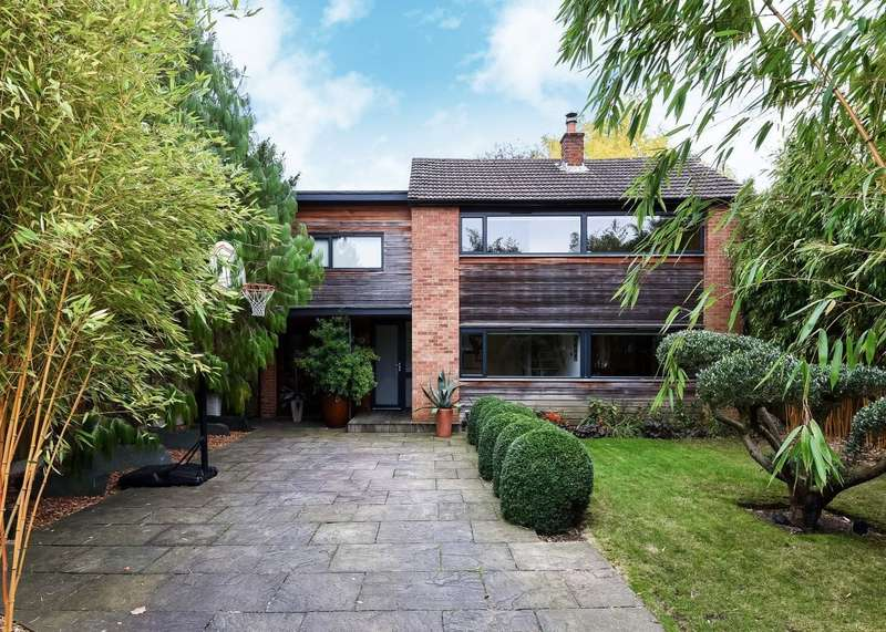 4 Bedrooms Detached House for sale in Surbiton