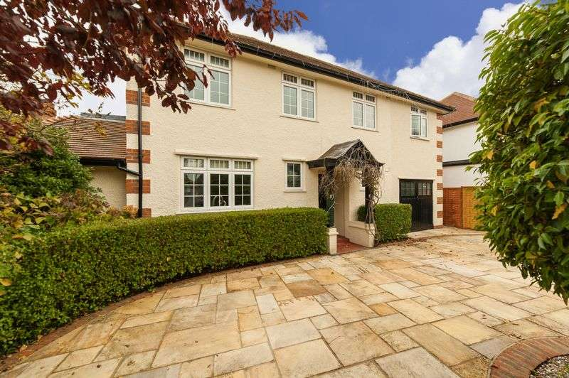 5 Bedrooms Detached House for sale in West Way, Rickmansworth, WD3 7EH