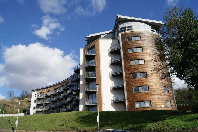 2 Bedrooms Flat for sale in The Eye, Barrier Road, Chatham