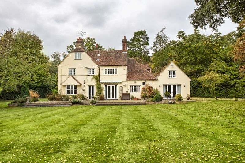 6 Bedrooms Detached House for sale in Digswell, Nr Welwyn , Herts