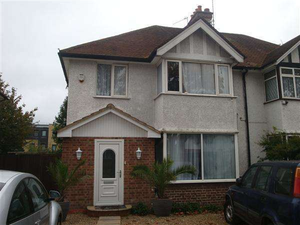 2 Bedrooms Flat for sale in Whitchurch Lane, Canons Park