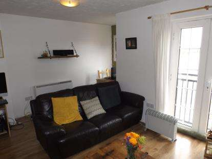 2 Bedrooms Flat for sale in Seager Drive, Windsor Quay, Cardiff Bay, Cardiff