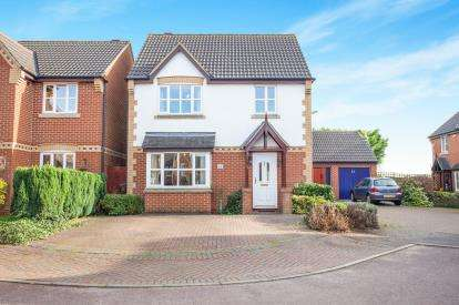 3 Bedrooms Detached House for sale in Hanover Drive, Brackley, Northamptonshire, Northants
