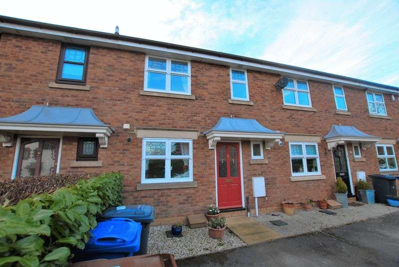 3 Bedrooms Terraced House for sale in Oakden Close, Uttoxeter
