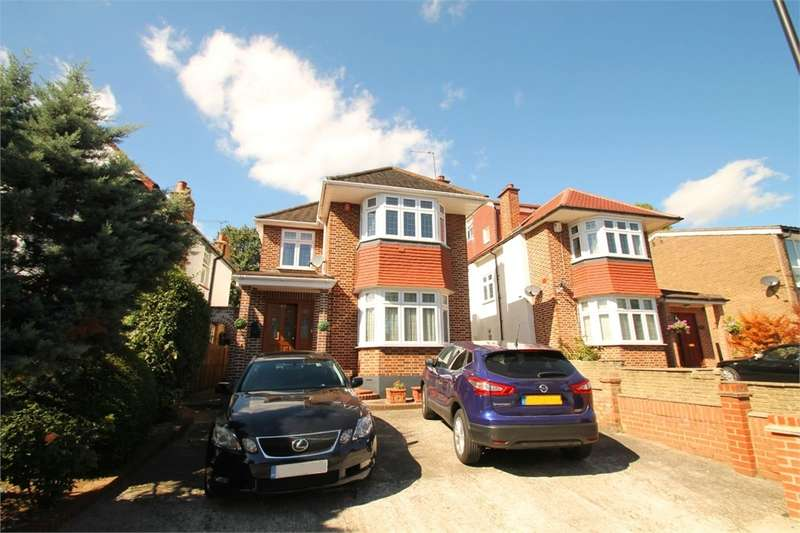 4 Bedrooms Detached House for sale in Hoppers Road, N21