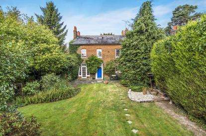 6 Bedrooms Semi Detached House for sale in Epping, Essex, Uk
