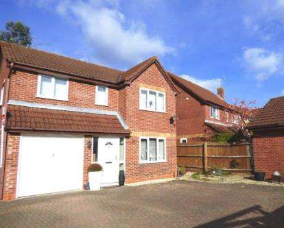 4 Bedrooms Detached House for sale in Harebell Close, Abbeymead, Gloucester, Gloucestershire