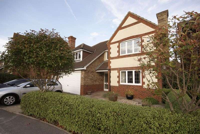 4 Bedrooms Detached House for sale in Glenney Close, Lee-On-The-Solent, PO13