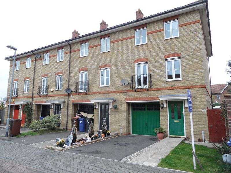 4 Bedrooms Terraced House for sale in Pembroke Drive, South Ockendon