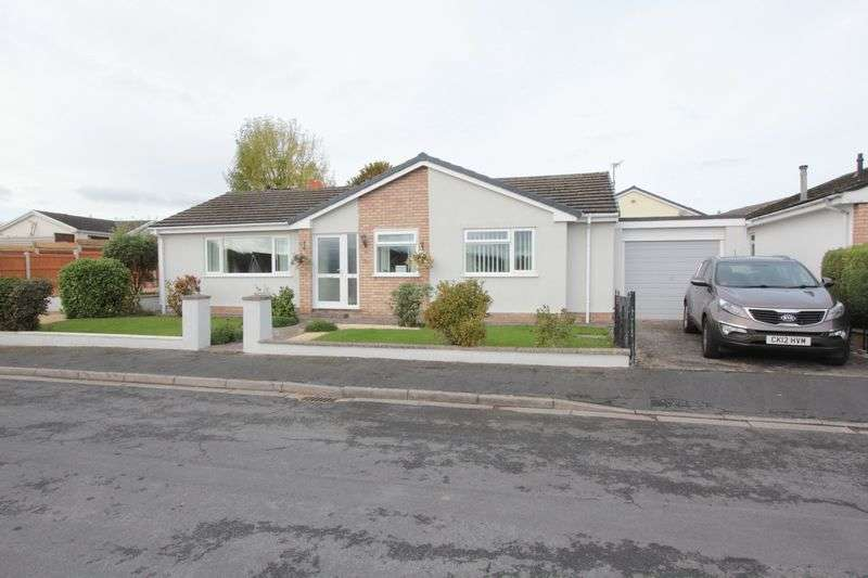 3 Bedrooms Detached Bungalow for sale in Clwydian Park View, St. Asaph