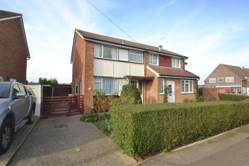 3 Bedrooms Semi Detached House for sale in Bradfield Avenue, Teynham