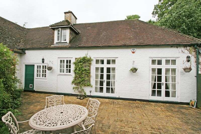 2 Bedrooms Semi Detached House for sale in Nashdom Lane, Taplow