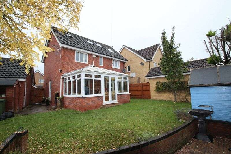 4 Bedrooms Detached House for sale in Gordon Godfrey Way, Horsford, Norwich