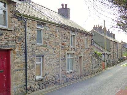 3 Bedrooms Terraced House for sale in Bryn Hyfryd, Penrhyndeudraeth, Gwynedd, LL48