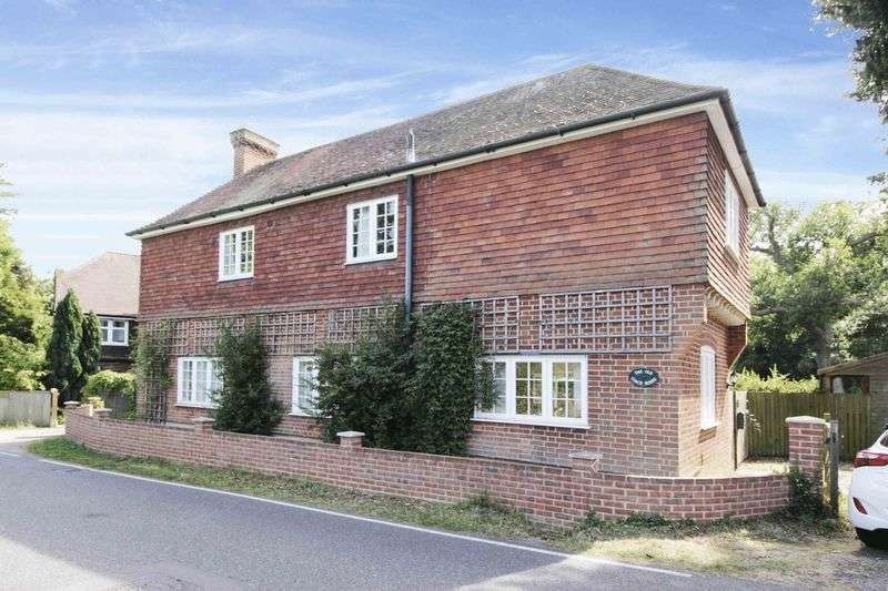 4 Bedrooms Detached House for sale in Detached character family home in sought after location