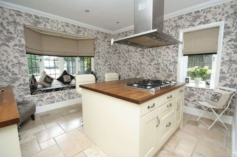 4 Bedrooms Detached House for sale in Chequerfield Avenue, Pontefract