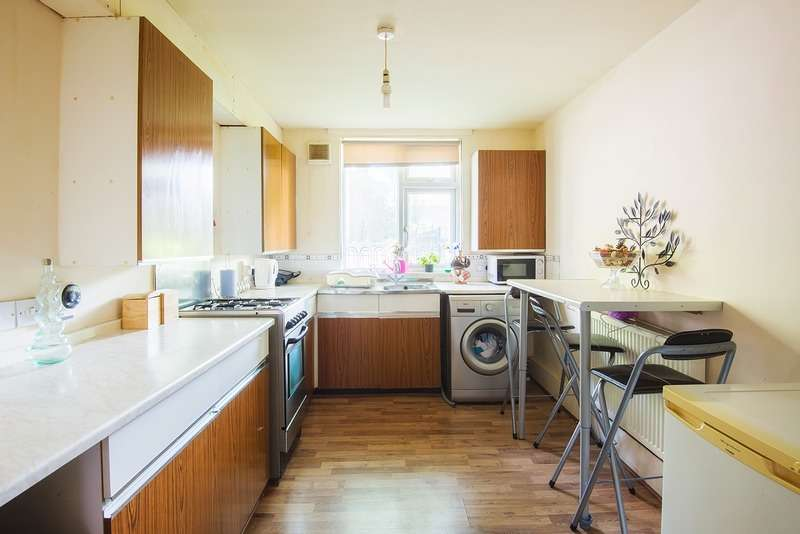 1 Bedroom Flat for sale in Featherstall Road North, Oldham, Greater Manchester, OL9