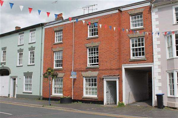 2 Bedrooms Apartment Flat for sale in Church Street, Alcester, Alcester, Alcester