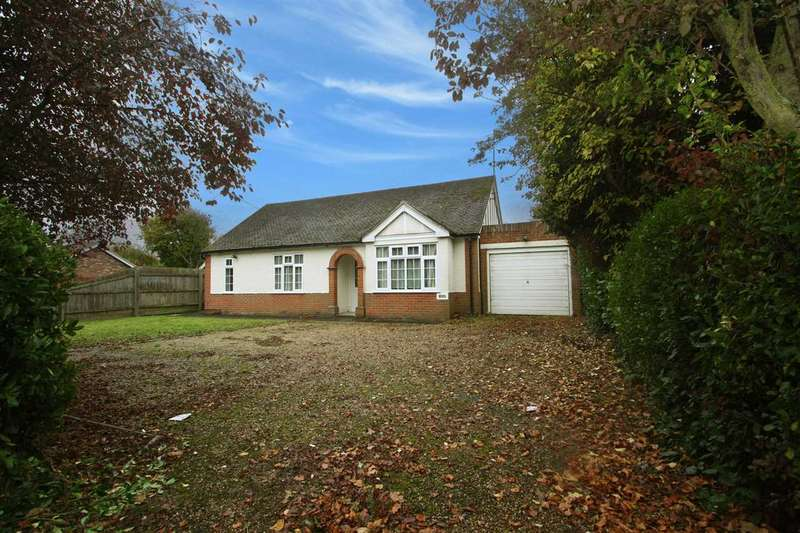 3 Bedrooms Bungalow for sale in Foxhall Road, Ipswich