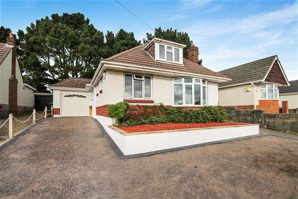 4 Bedrooms Bungalow for sale in Evering Avenue, Alderney, Poole