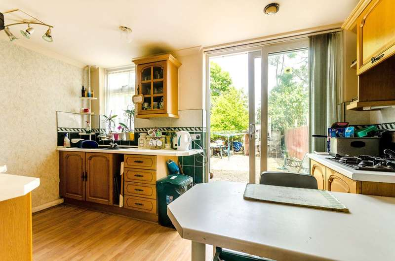 3 Bedrooms Terraced House for sale in Woodbank Road, Bromley, BR1
