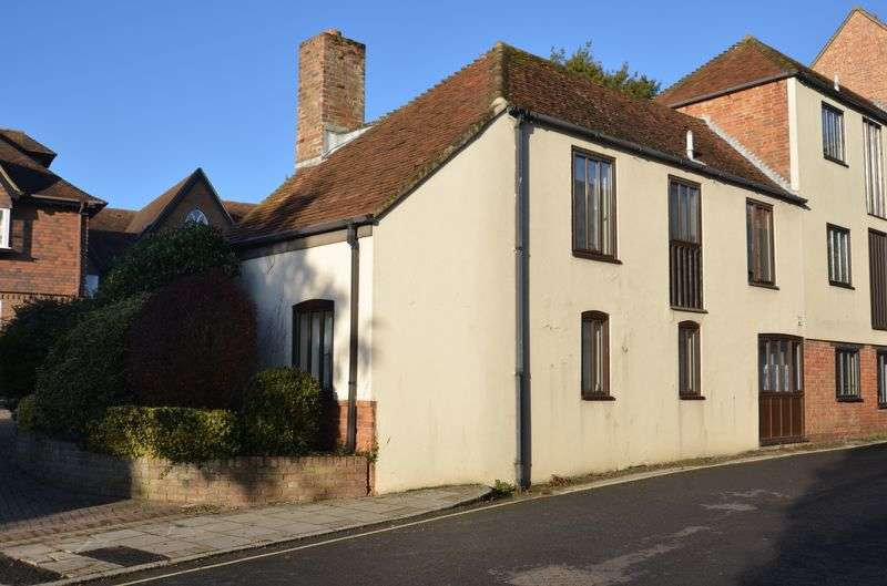 2 Bedrooms Semi Detached House for sale in Church Lane, Lymington