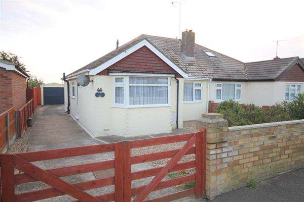 2 Bedrooms Bungalow for sale in Crossways, West Clacton