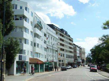 2 Bedrooms Flat for sale in Central Gardens, Bournemouth, Dorset