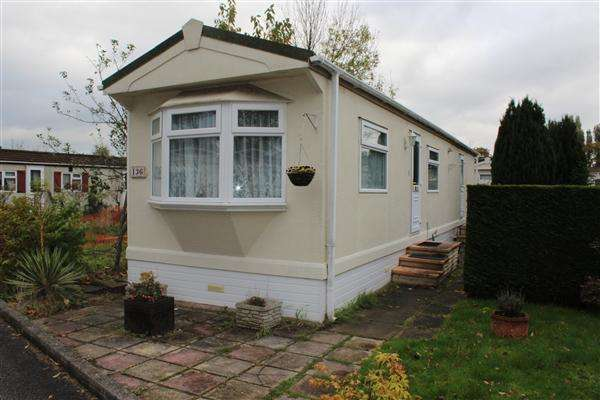 2 Bedrooms Park Home Mobile Home for sale in Elstree Park, Elstree
