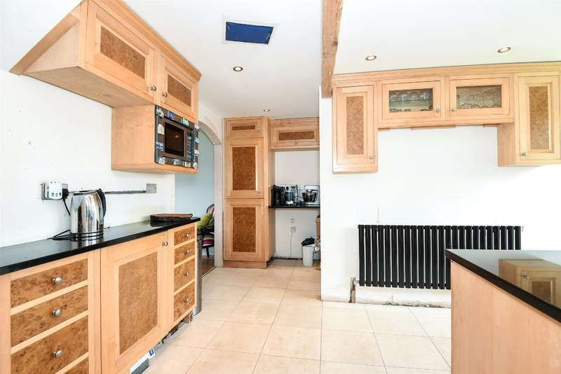 2 Bedrooms Semi Detached House for sale in Southlands Road, Denham, Buckinghamshire, UB9