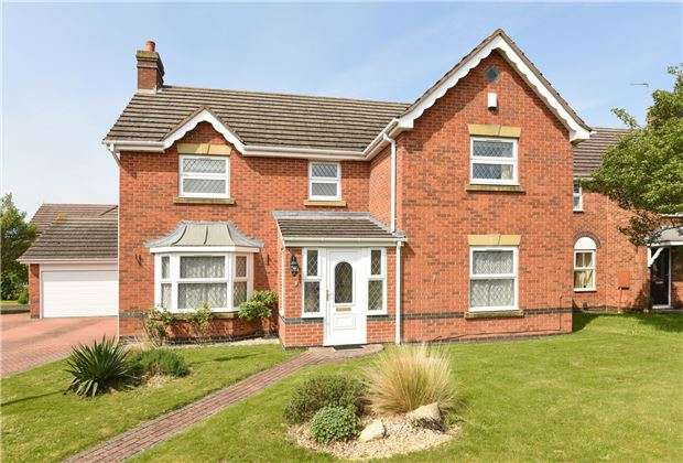 4 Bedrooms Detached House for sale in Willow Park Drive, GL52 8XD