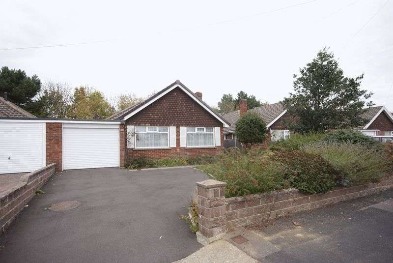 3 Bedrooms Detached Bungalow for sale in Warwick Close, Lee-On-The-Solent, PO13