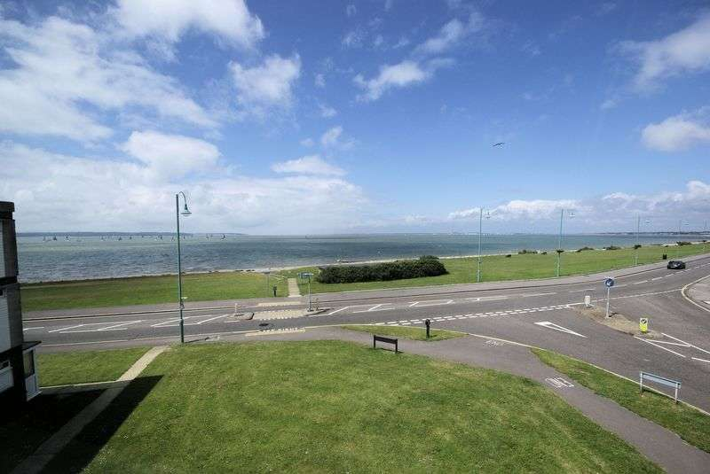 2 Bedrooms Property for sale in Woburn Court, Marine Parade East, Lee on the Solent, PO13