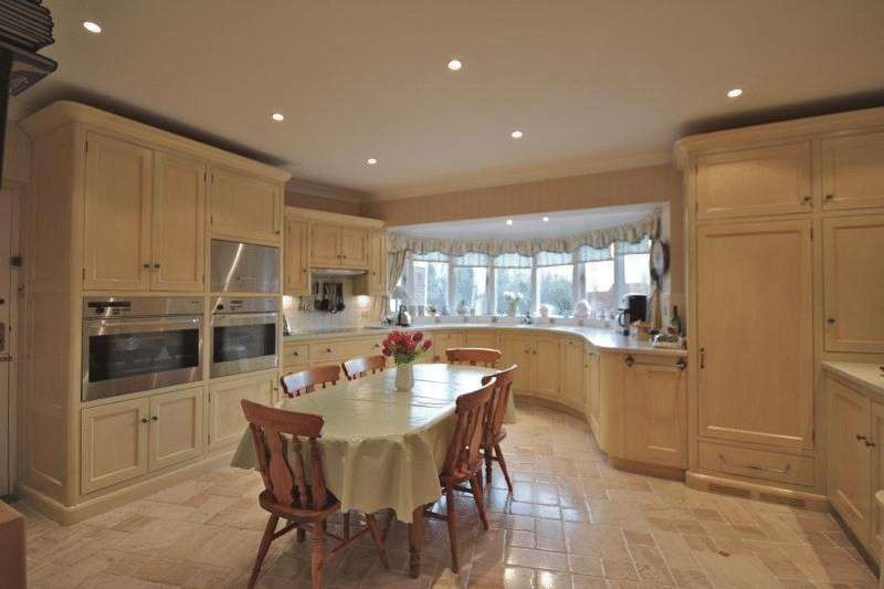 5 Bedrooms Detached House for sale in North Street, Winterton