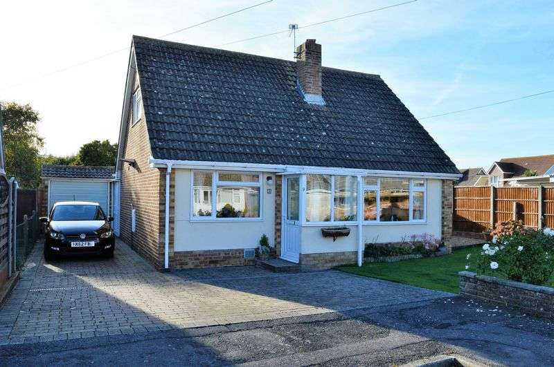 3 Bedrooms Detached House for sale in Burgess Close, Hayling Island