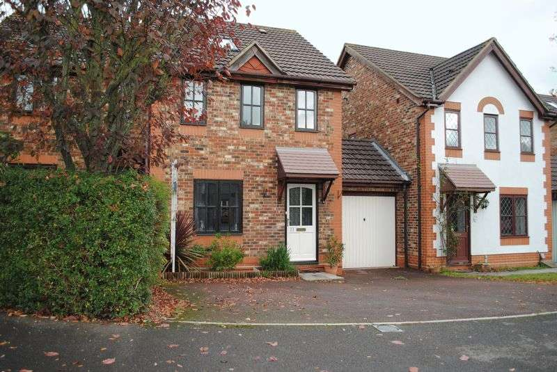 4 Bedrooms Semi Detached House for sale in Moorhen Drive, Reading