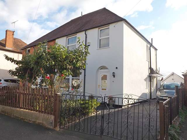 3 Bedrooms Semi Detached House for sale in Albert Road, Evesham