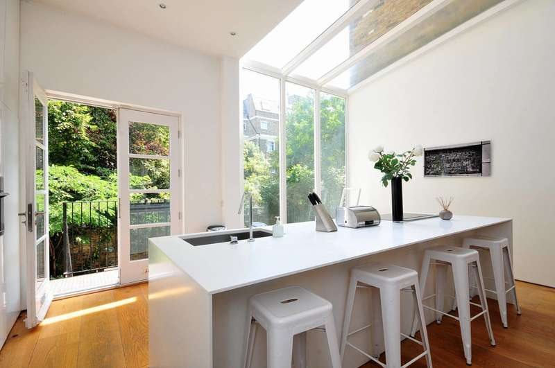 3 Bedrooms Maisonette Flat for sale in Coleherne Road, Chelsea, SW10