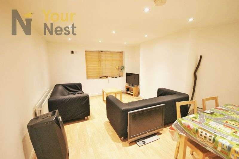 4 Bedrooms Flat for rent in Estcourt Avenue, Headingley, LS6 3ET