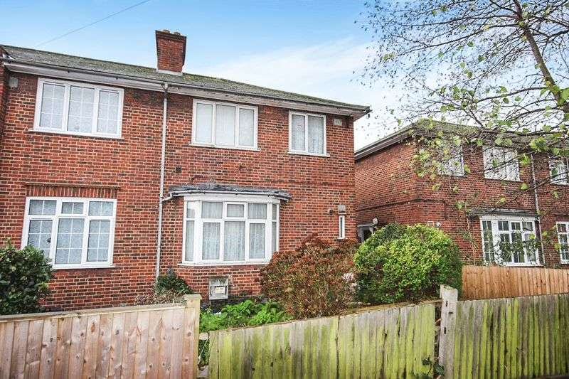 3 Bedrooms Semi Detached House for sale in Southcroft Road, SW16 6QU