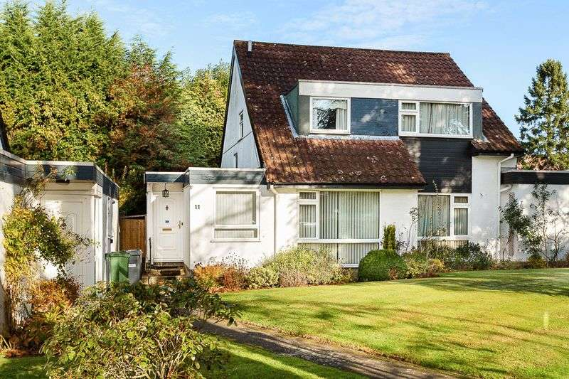 3 Bedrooms Semi Detached House for sale in Clifton Place, Banstead