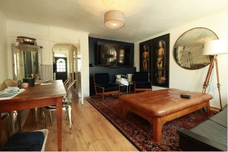 4 Bedrooms Property for sale in Cassland Road, Hackney Wick, E9