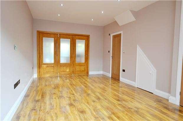 3 Bedrooms Terraced House for sale in Hamilton Avenue, SUTTON, Surrey, SM3 9RL