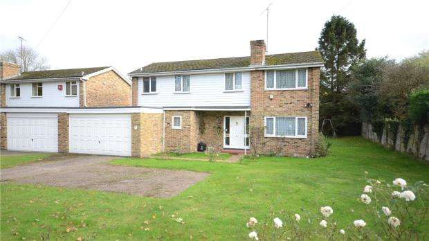 4 Bedrooms Link Detached House for sale in Wilderness Road, Earley, Reading