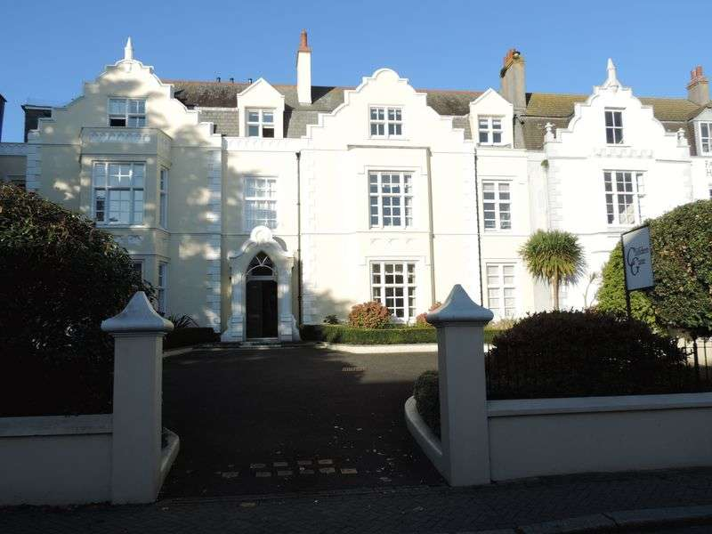 2 Bedrooms Flat for sale in Falmouth Road, Truro