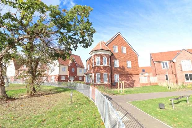 4 Bedrooms Detached House for sale in Hedley Way, Hailsham, BN27