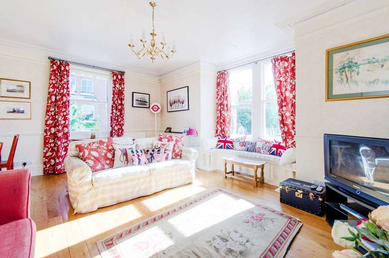 3 Bedrooms Maisonette Flat for sale in Swift Street, Parsons Green, SW6