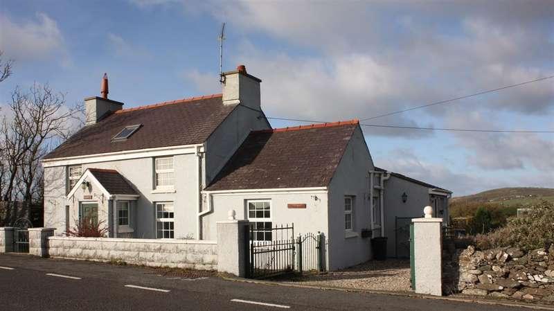 3 Bedrooms Detached House for sale in Pen Y Cae, Llanfaethlu
