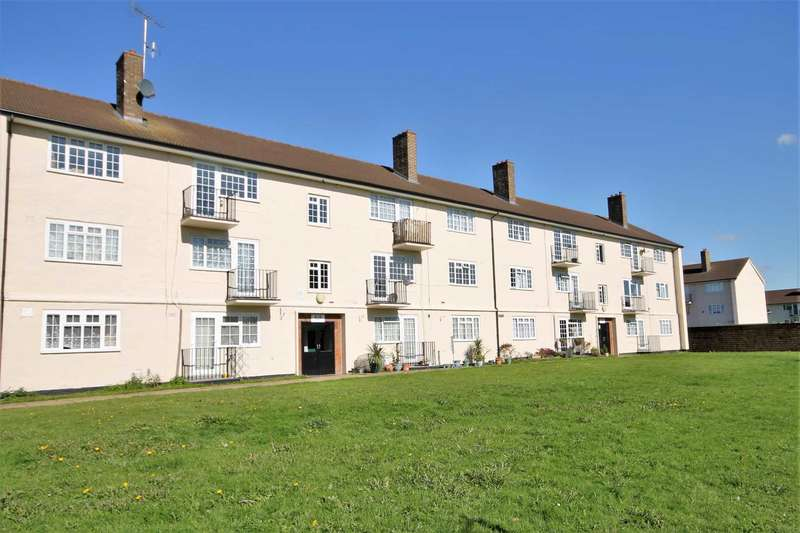 2 Bedrooms Flat for sale in Morden Close, Tadworth