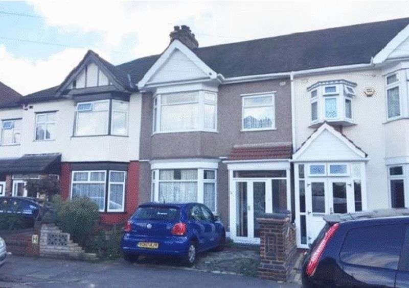 3 Bedrooms Terraced House for sale in Overton Drive, Romford